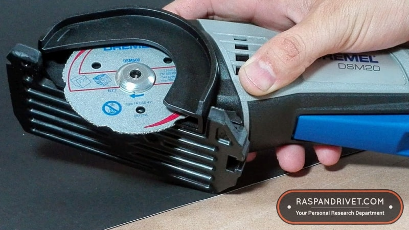 Place the outer washer onto the cutting disc